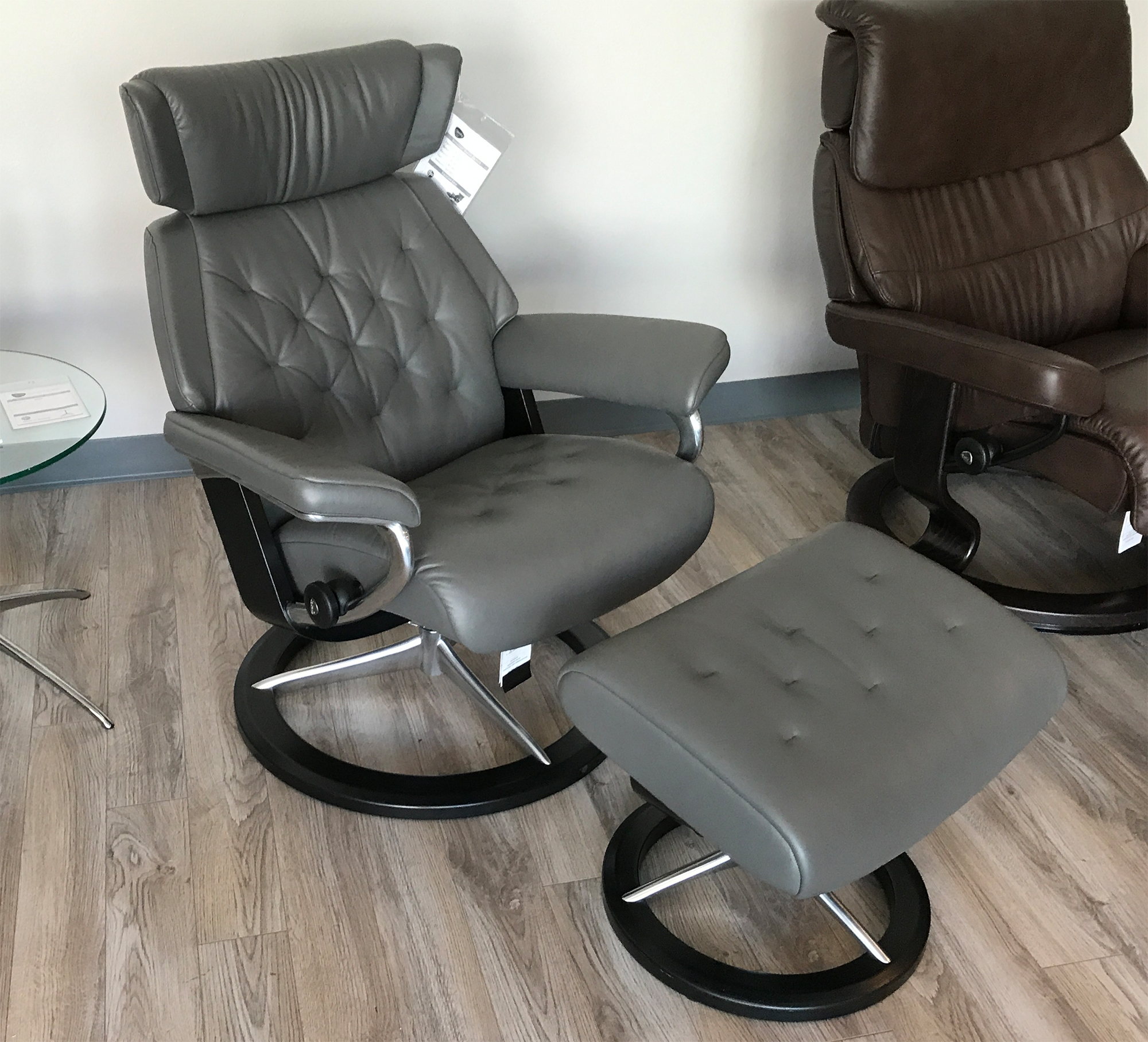 Awe Inspiring Stressless Skyline Signature Base Paloma Metal Grey Leather Recliner Chair And Ottoman By Ekornes Short Links Chair Design For Home Short Linksinfo