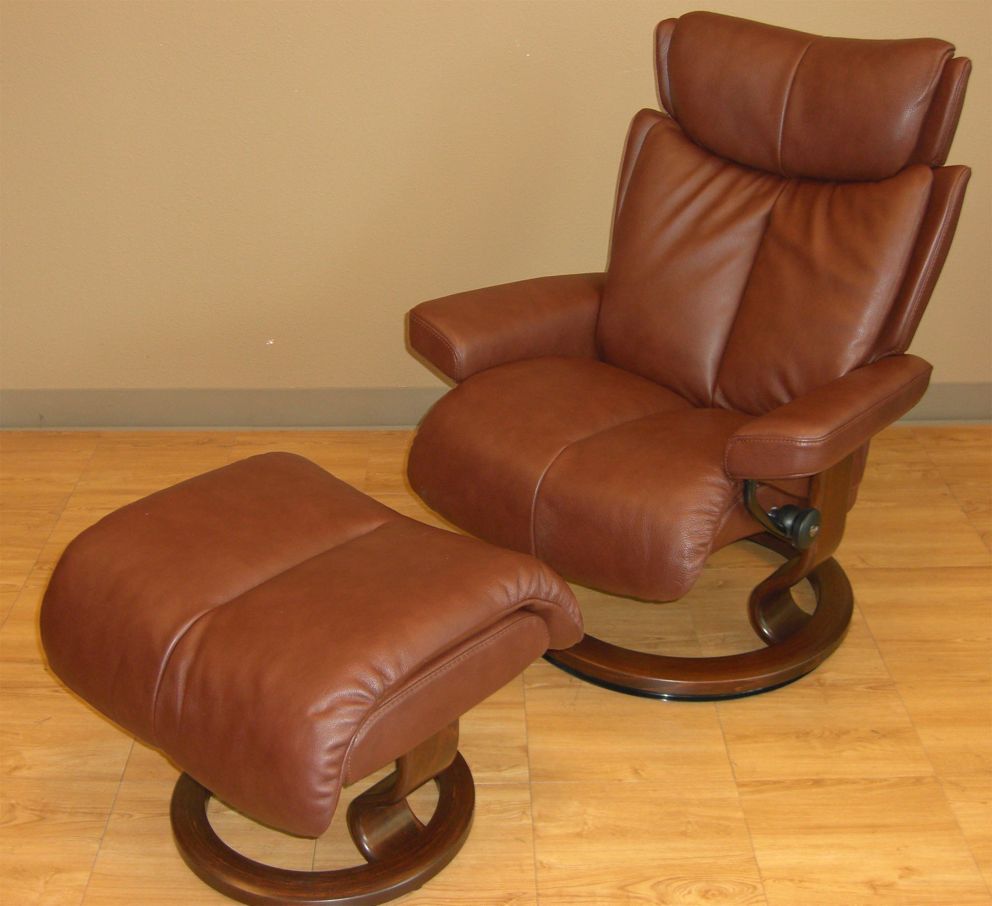 Stressless Magic Large Royalin Brown Leather Recliner Chair by Ekornes