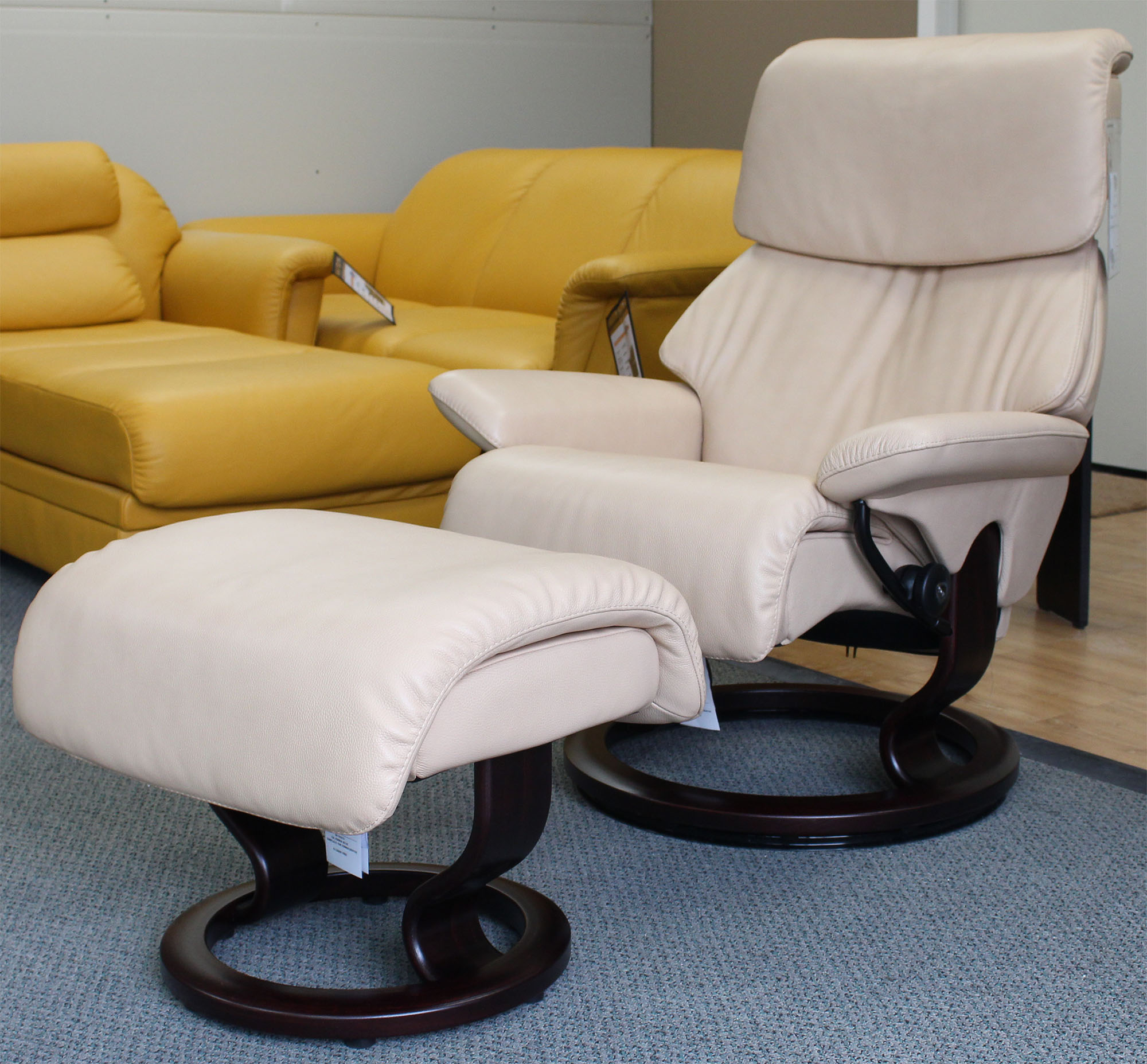 Stressless Recliner Chair Dream Medium Cori Passion Leather and Ottoman by Ekornes